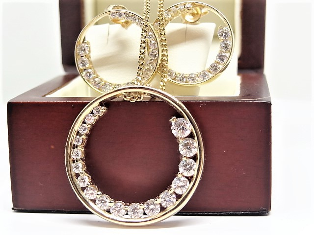18ct Circle necklace, 1.71 Ct pendant AND Circle earing 1.60ct with certificate