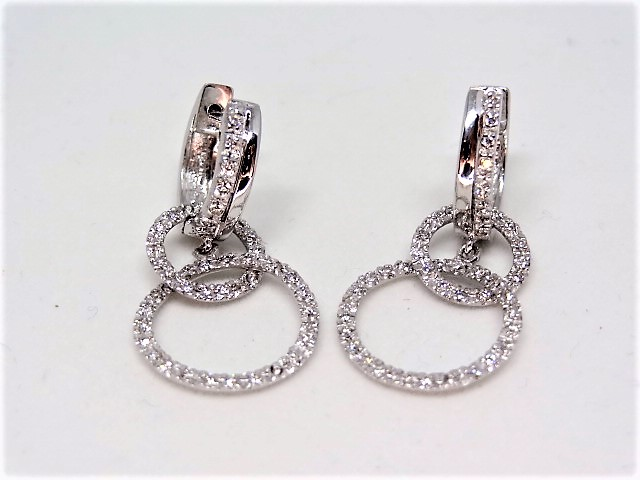 Lot 23 - 18k white gold earring 5.1 gr Approx. 50 diamonds per earring