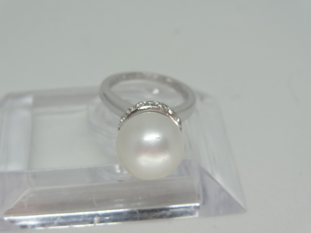 Large freshwater pearl ring with diamonds 14k white gold 12mm fresh waterpearl 28 diamonds Total - Image 3 of 5
