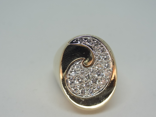 14k Yellow gold ring around the diamonds 14k yellow gold 11.1 gr Approx.