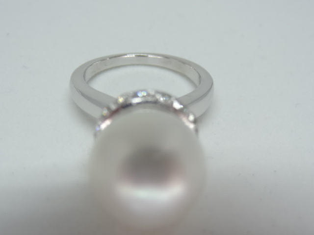 Large freshwater pearl ring with diamonds 14k white gold 12mm fresh waterpearl 28 diamonds Total - Image 5 of 5