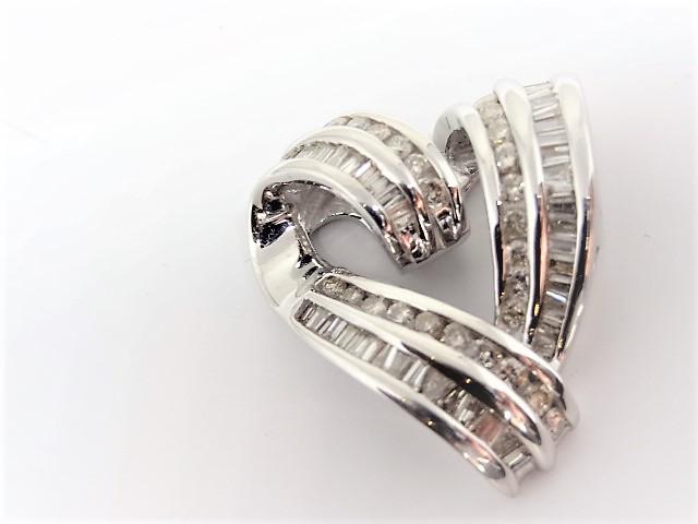 Lot 44 - 14k white gold Pendent 27 round brilliant cut diamonds and 44 baguette diamonds.