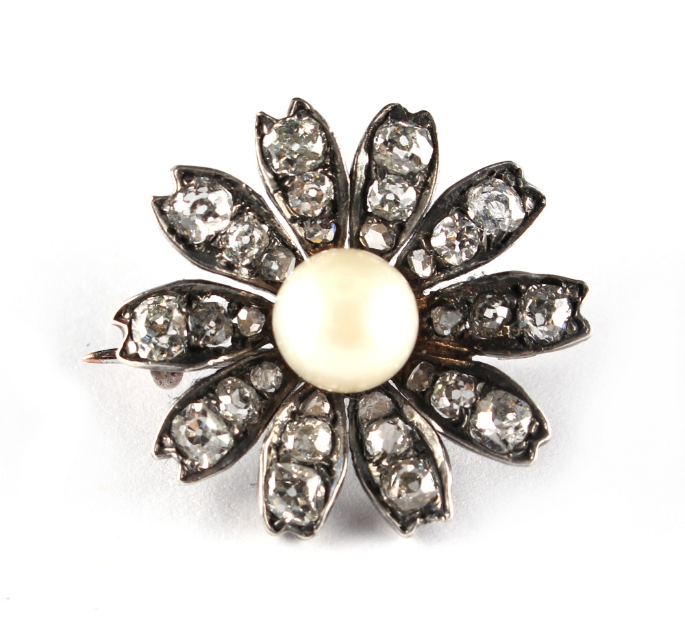 Lot 262 - A diamond & pearl flowerhead brooch, probably Georgian, set with a single untested pearl measuring
