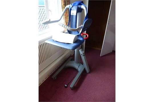 1 arjo alenti free standing battery powered bath hoist chair serial rh i bidder com Infinity PRV250 Manual Arjo Sara Lift