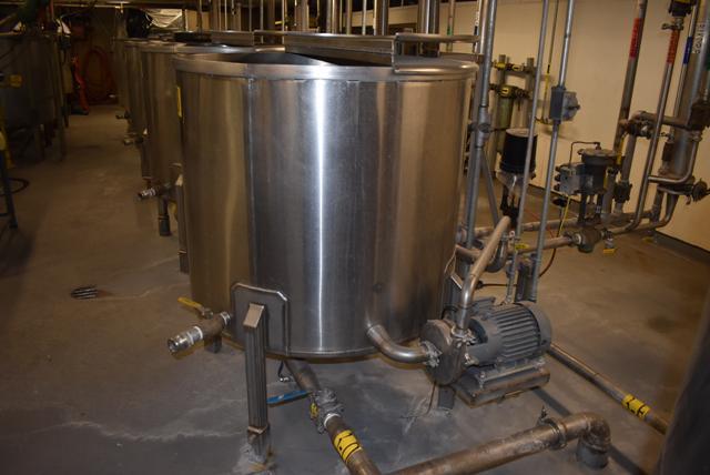 "Lot 9 - Stainless Steel Tank w/Lid, 42"" Diameter x 36"" Depth/210 Gallon Capacity, Motor and Circulating"