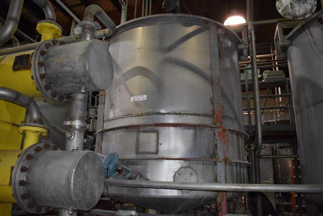 Lot 68 - Stainless Steel Tank, 6' Diameter x 6' Depth, Rated 1200 Gallon, Includes Motorized Mixer, ID #3