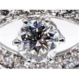 Armband mit reichhaltigem Brillantenbesatz, zusammen ca. 2,25 ct (mittlerer hochfeiner Diamant ca.