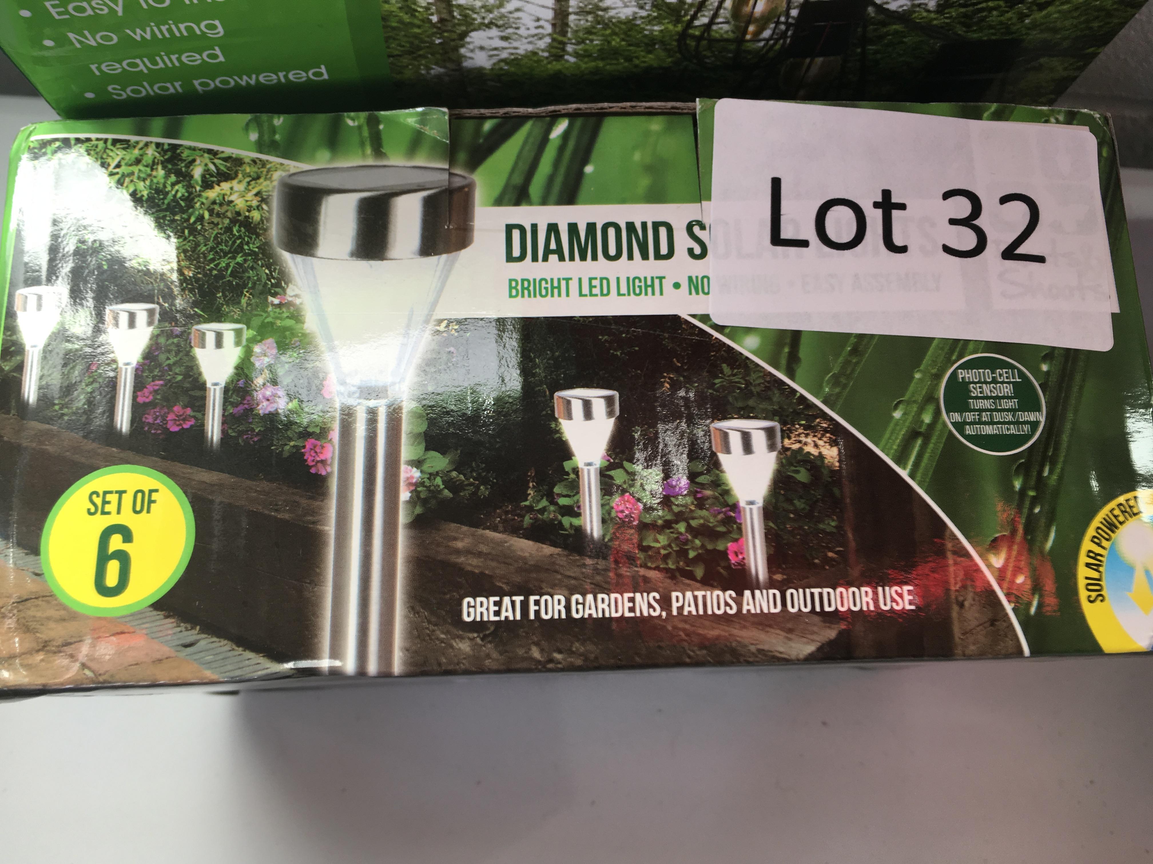 Lot 32 - Set of 6 diamond solar lights. Bad packaging.