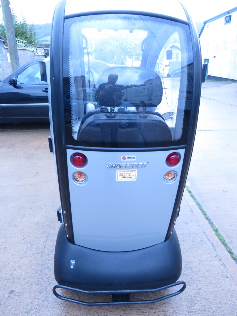 Lot 35 - ROMA SHOPRIDER TRAVESO FULLY ENCLOSED MOBILITY SCOOTER (KEY, CHARGER, LOGBOOK AND ENERGENIE IN