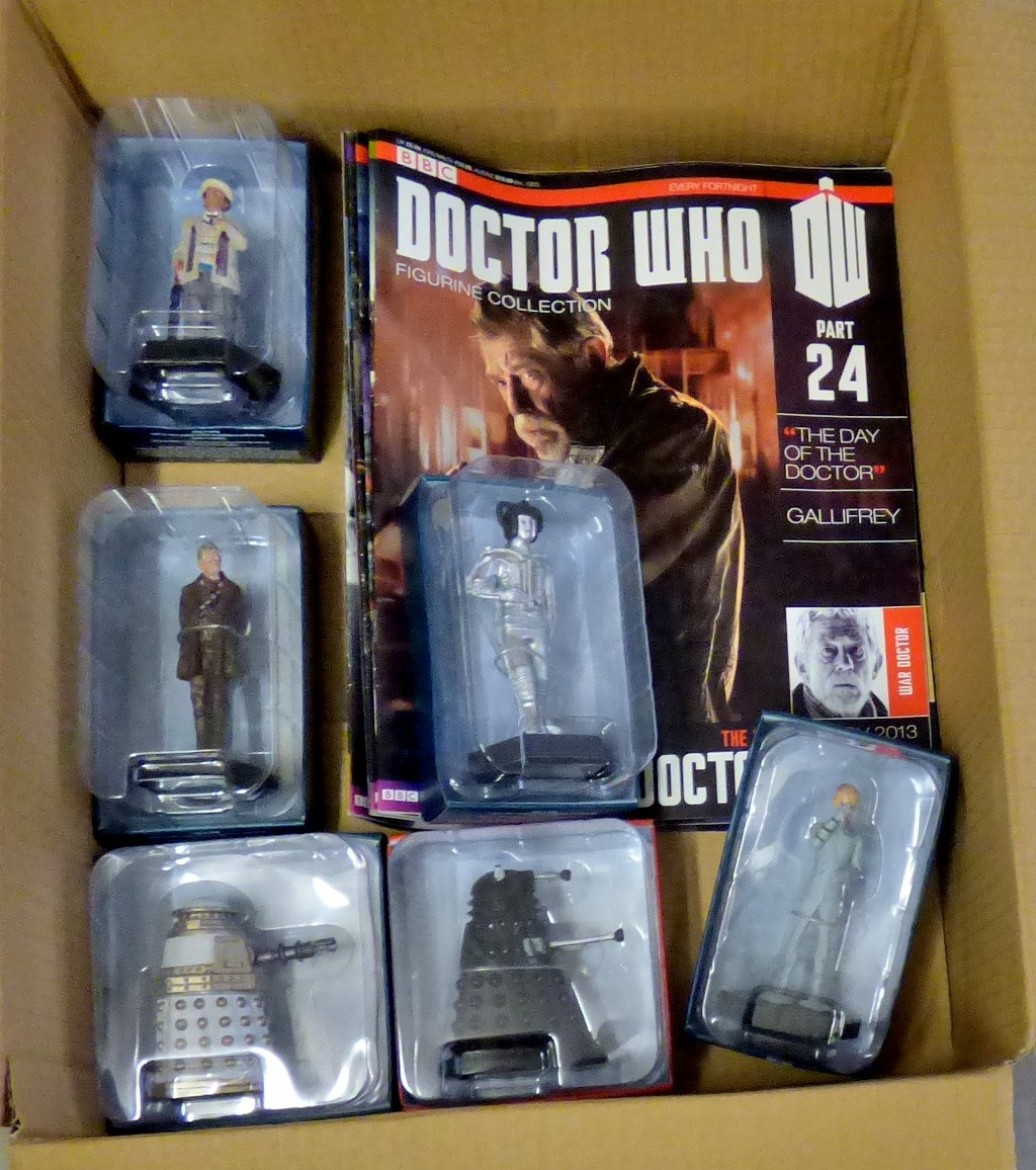 Lot 20 - Dr Who -(6) Figures + Magazines - Models-Special Weapons Dalek ABJ3227-Sensorite ADP96450-The