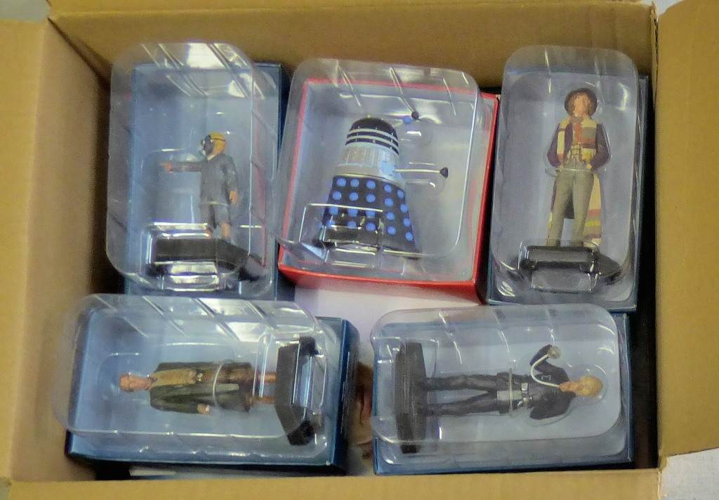Lot 11 - Dr Who-(5) Figures + Magazines-Models-The Eight Doctor ADJ17061-The Empty Child AEK1888-Cod Signa