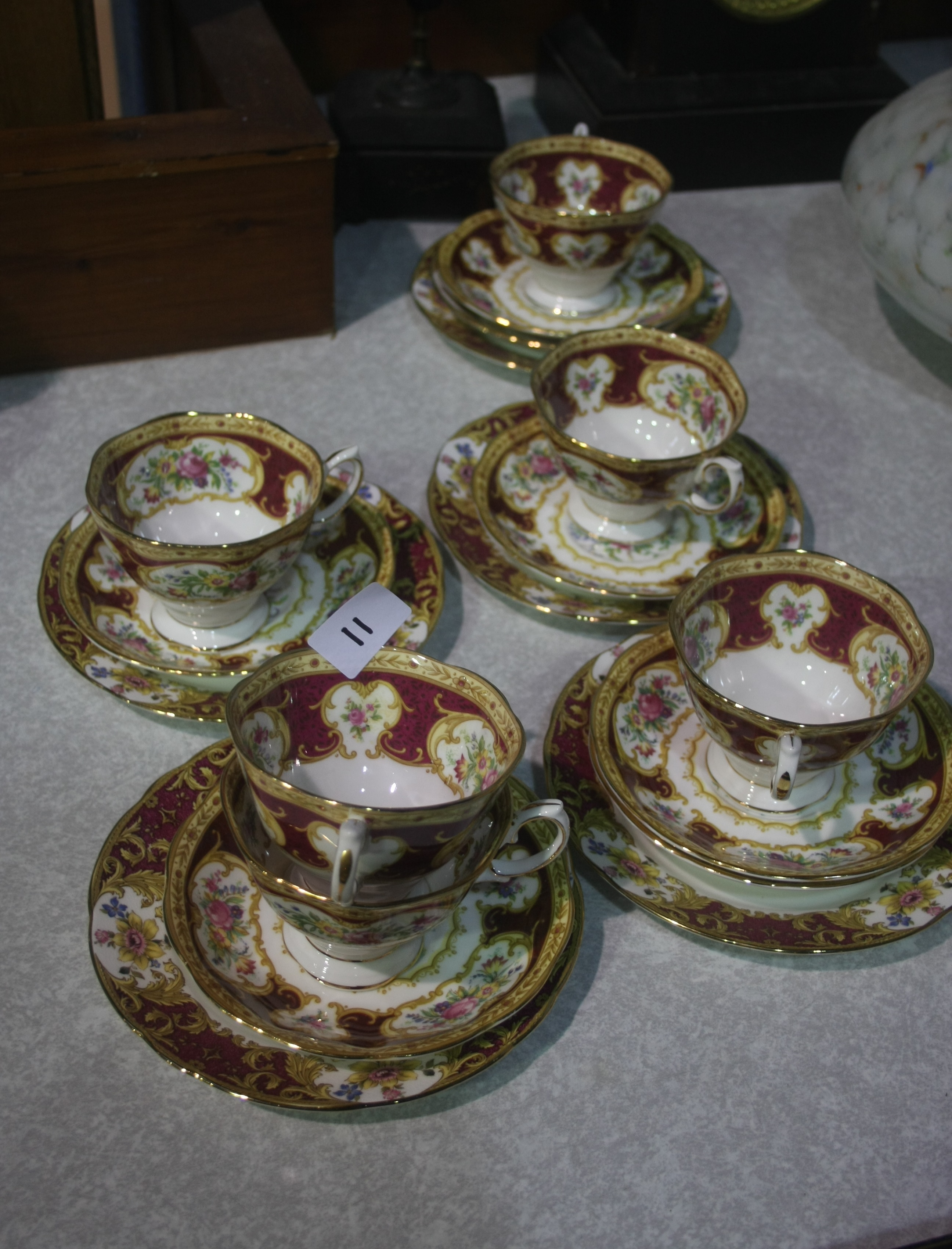 Lot 11 - Quantity Royal Albert 'Lady Hamilton'