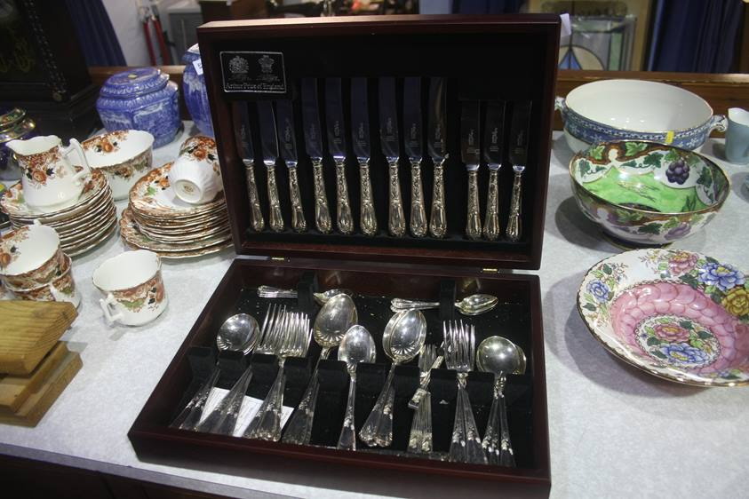 Lot 50 - Canteen of cutlery