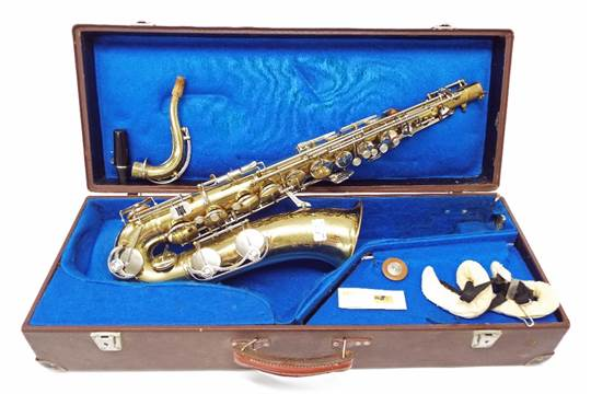 Weltklang Solist brass lacquered tenor saxophone, with crook