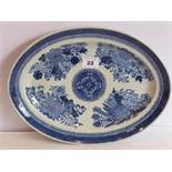 An early 19th century oval Chinese hard-paste porcelain dish; hand-decorated in underglaze blue