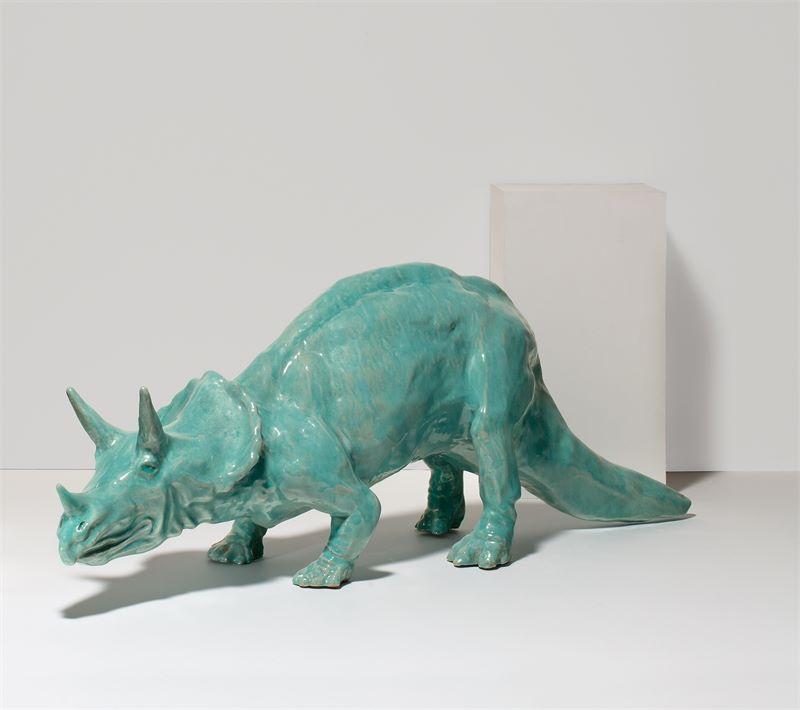 Los 327 - Hans Bauer (Um 1900 nachweisbar in Fürstenfeldbruck)Triceratops. Um 1900Keramik, glasiert. 27×67×