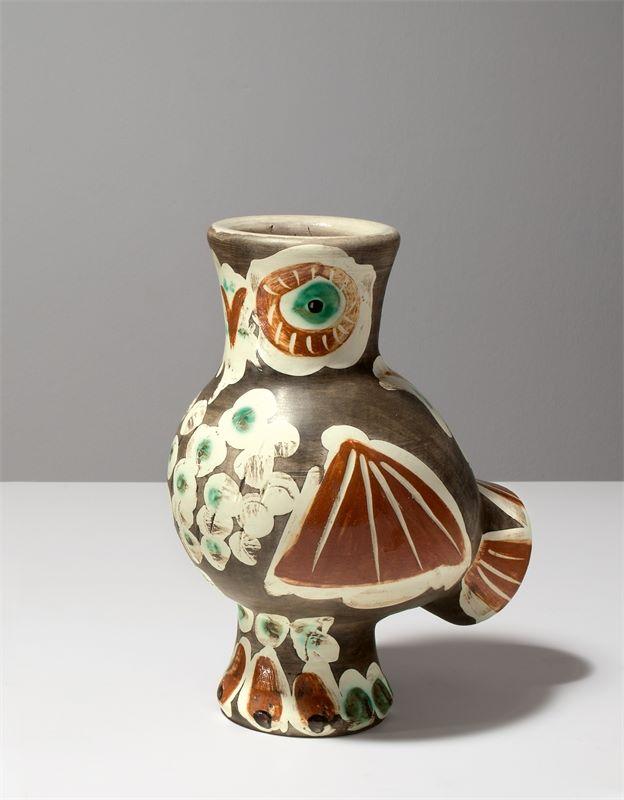 """Los 313b - Pablo Picasso (Málaga 1881 – 1973 Mougins)Vase """"Chouette"""". 1968Ton (weißer Scherben), graviert,"""