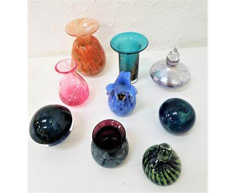 SELECTION OF VARIOUS GLASS VASES AND PAPERWEIGHTSincluding a Guernsey Island studio glass vase, an opalescent glass paperweig