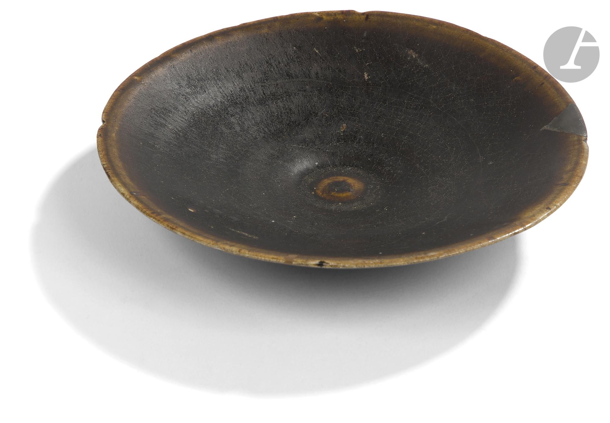CHINE, Fours de Yaozhou - Époque SONG (960 - 1279) Bol en grès émaillé céladon craquelé à motif - Image 2 of 3