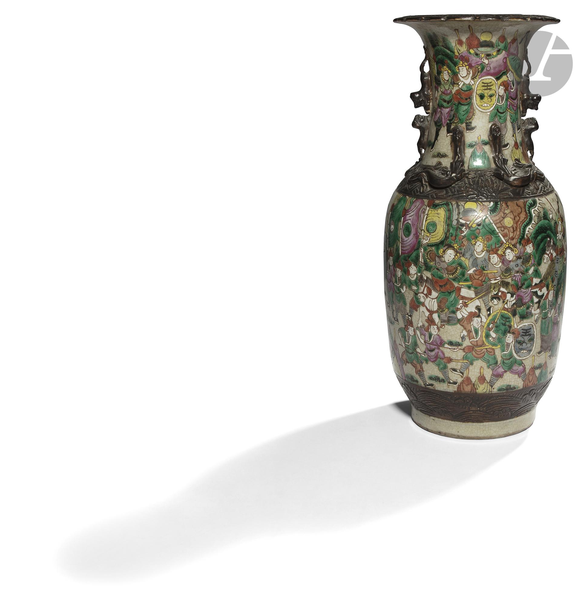 CHINE, Nankin - XIXe siècle Vase balustre à col ouvert polylobé en porcelaine craquelée émaillée