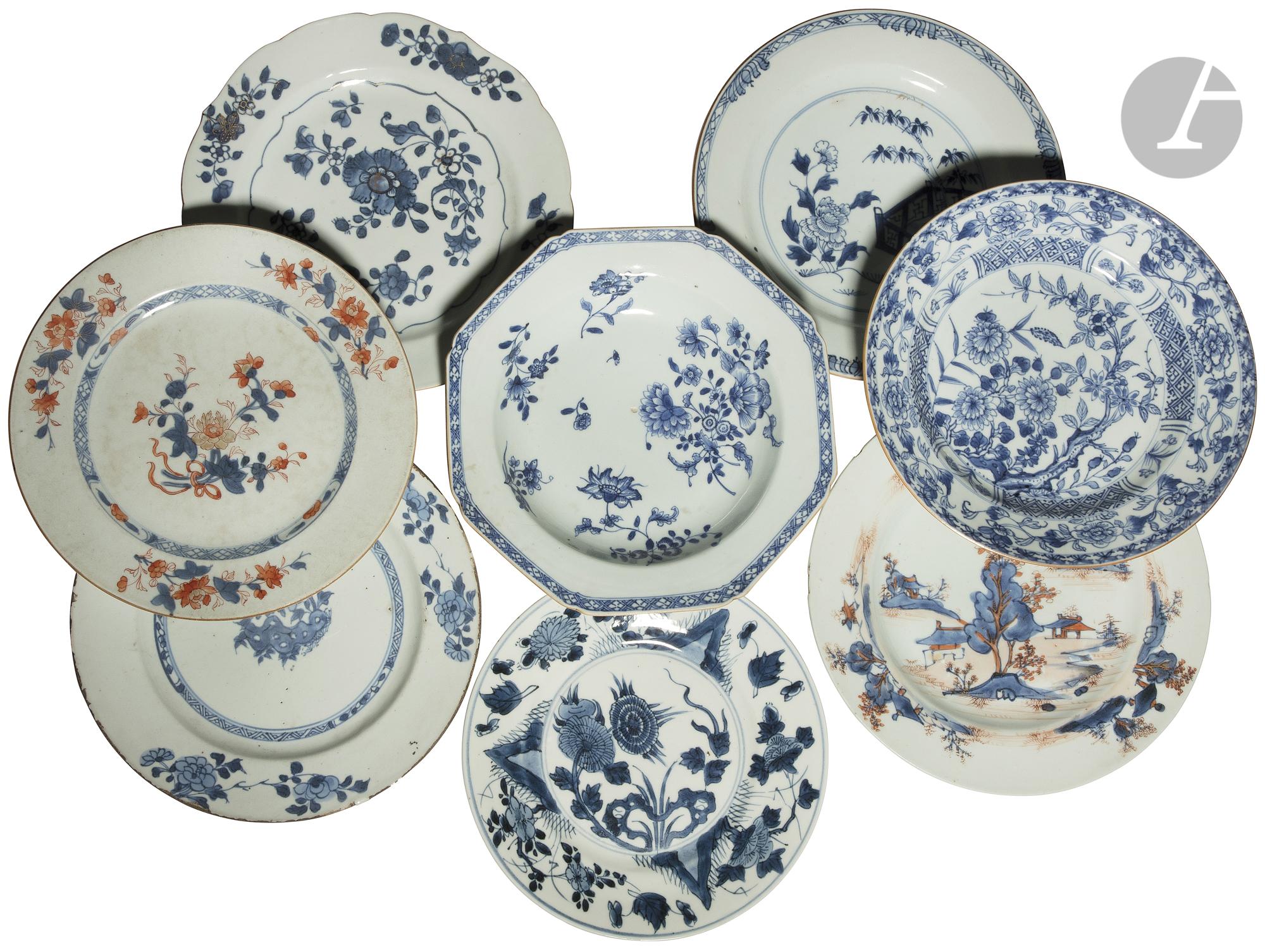 CHINE - XVIIIe siècle Ensemble de huit assiettes en porcelaine dont deux creuses et quatre plates