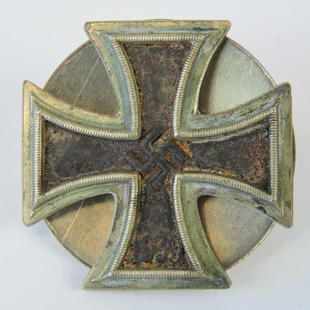 Lot 10 - A WWII German Iron Cross badge having sc