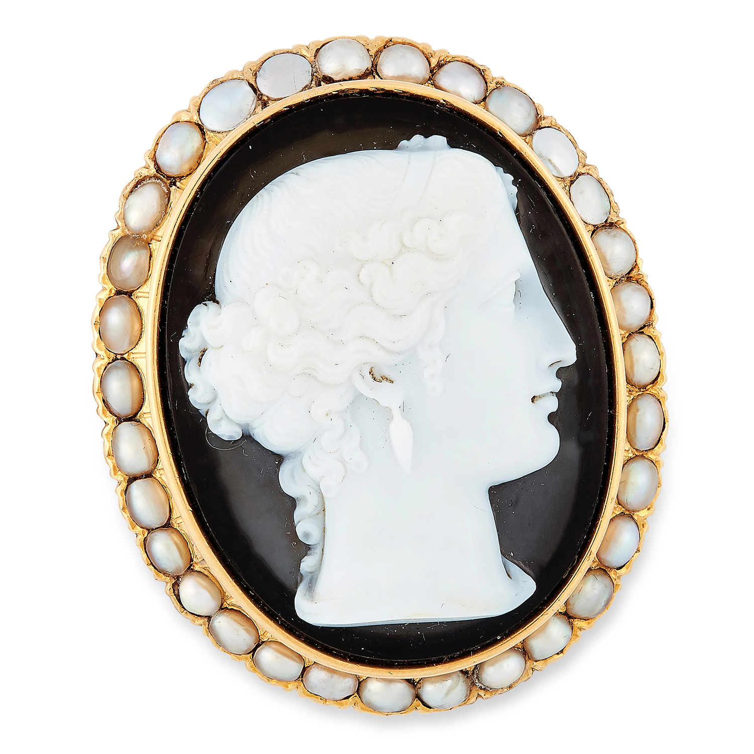 ANTIQUE CARVED CAMEO AND PEARL BROOCH comprising of a carved cameo in pearl border, 4.2cm, 22.6g.