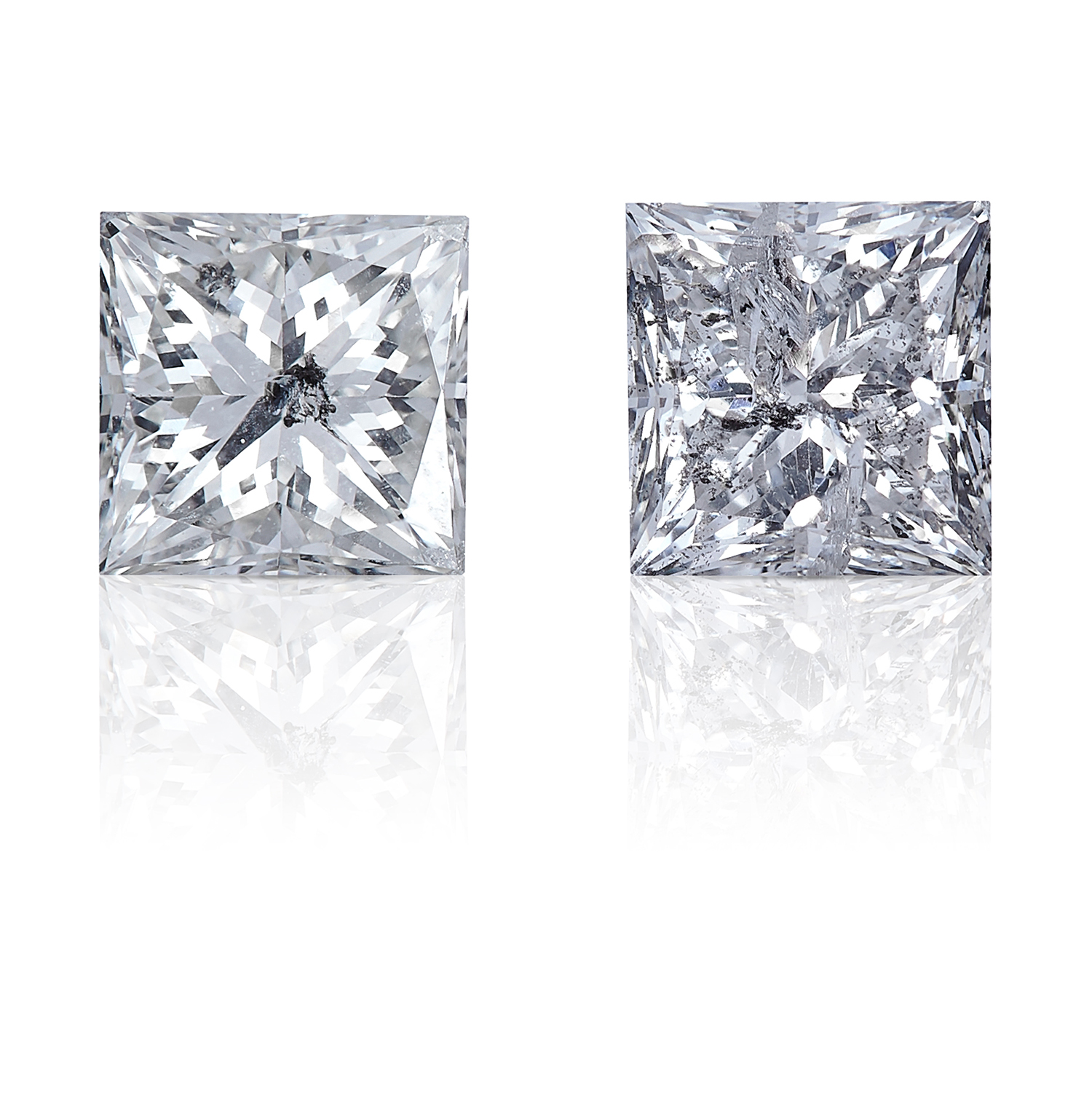 TWO SQUARE MODIFIED BRILLIANT CUT / PRINCESS CUT DIAMONDS, TOTALLING 1.09cts, UNMOUNTED.
