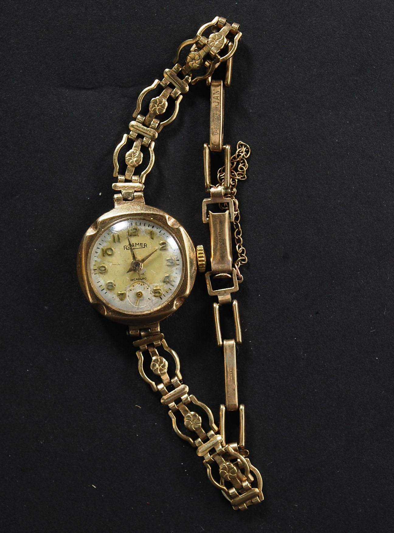 A Vintage Ladies 9ct Gold Roamer Cocktail Watch With