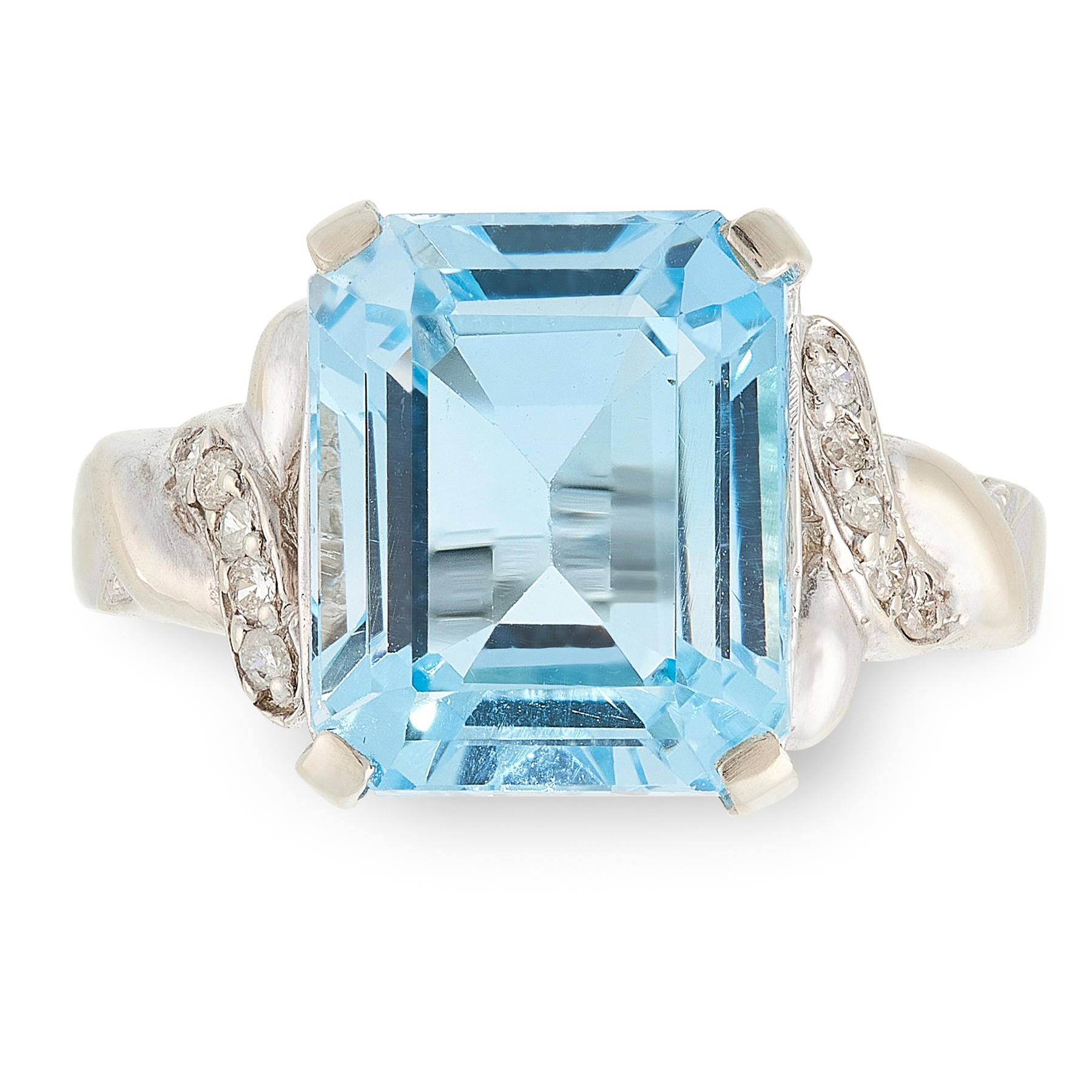 AN AQUAMARINE AND DIAMOND RING set with an rectangular step cut aquamarine of 8.04 carats between