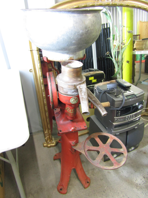 Lot 41 - A vintage Lister ball bearing cream separator