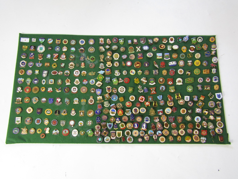 Lot 8 - A large quantity of bowling club lapel badges