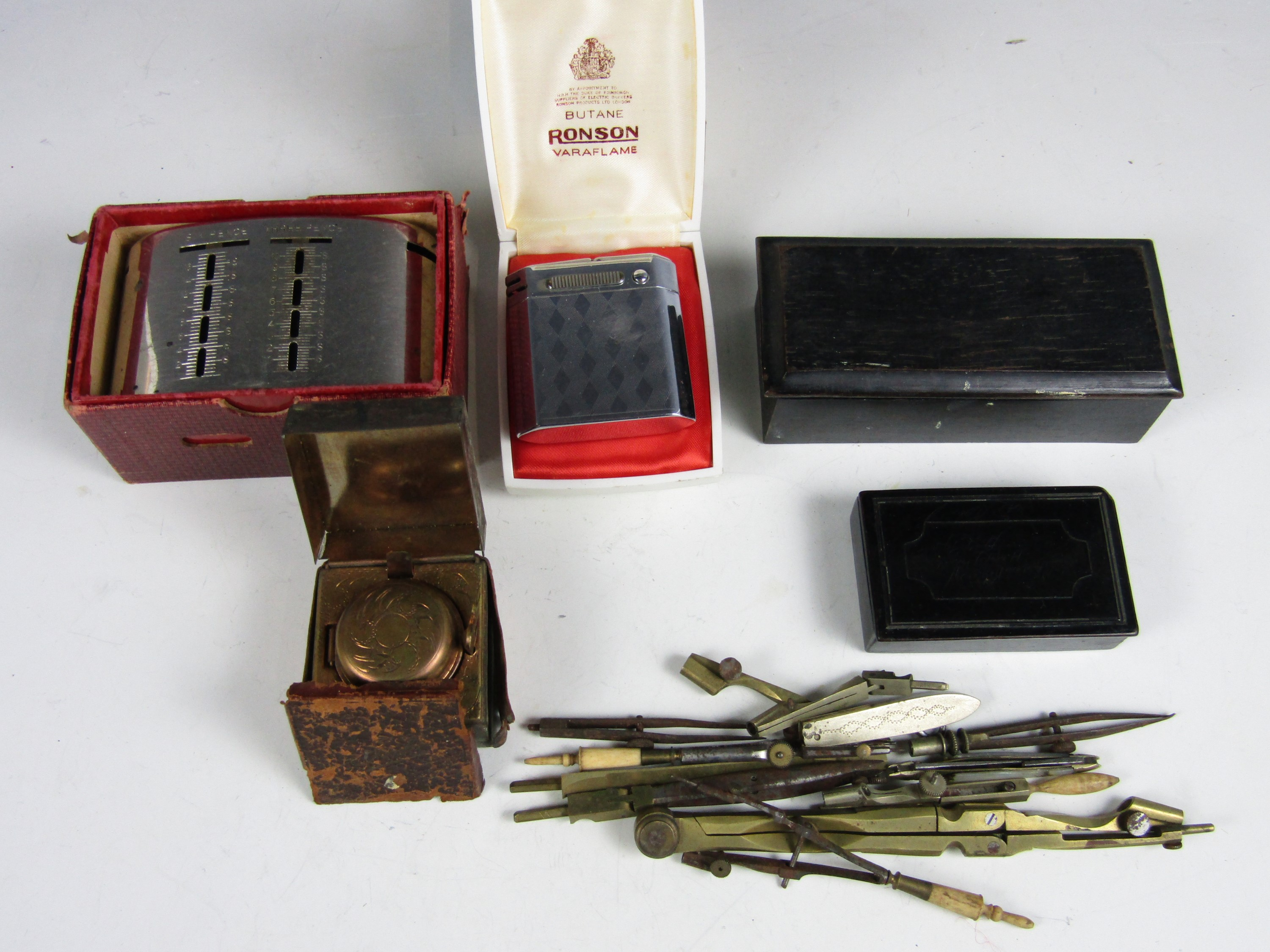 Lot 57 - Sundry collectors' items including a boxed Ronson Varaflame cigarette lighter, a Victorian snuff