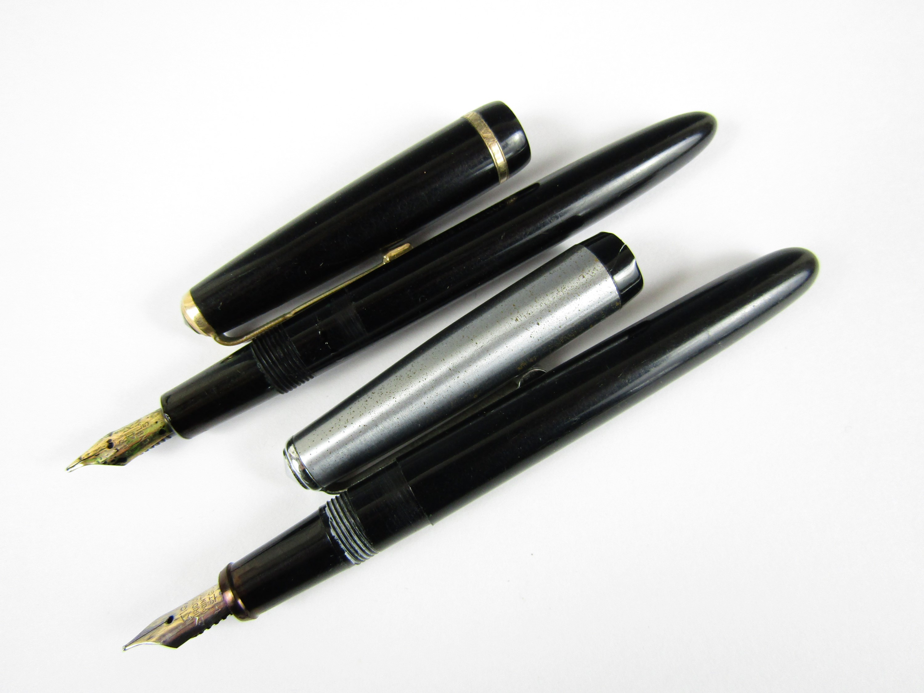 Lot 35 - A Parker Slimfold fountain pen with 14k gold nib and a Platignum fountain pen with a 14k gold and