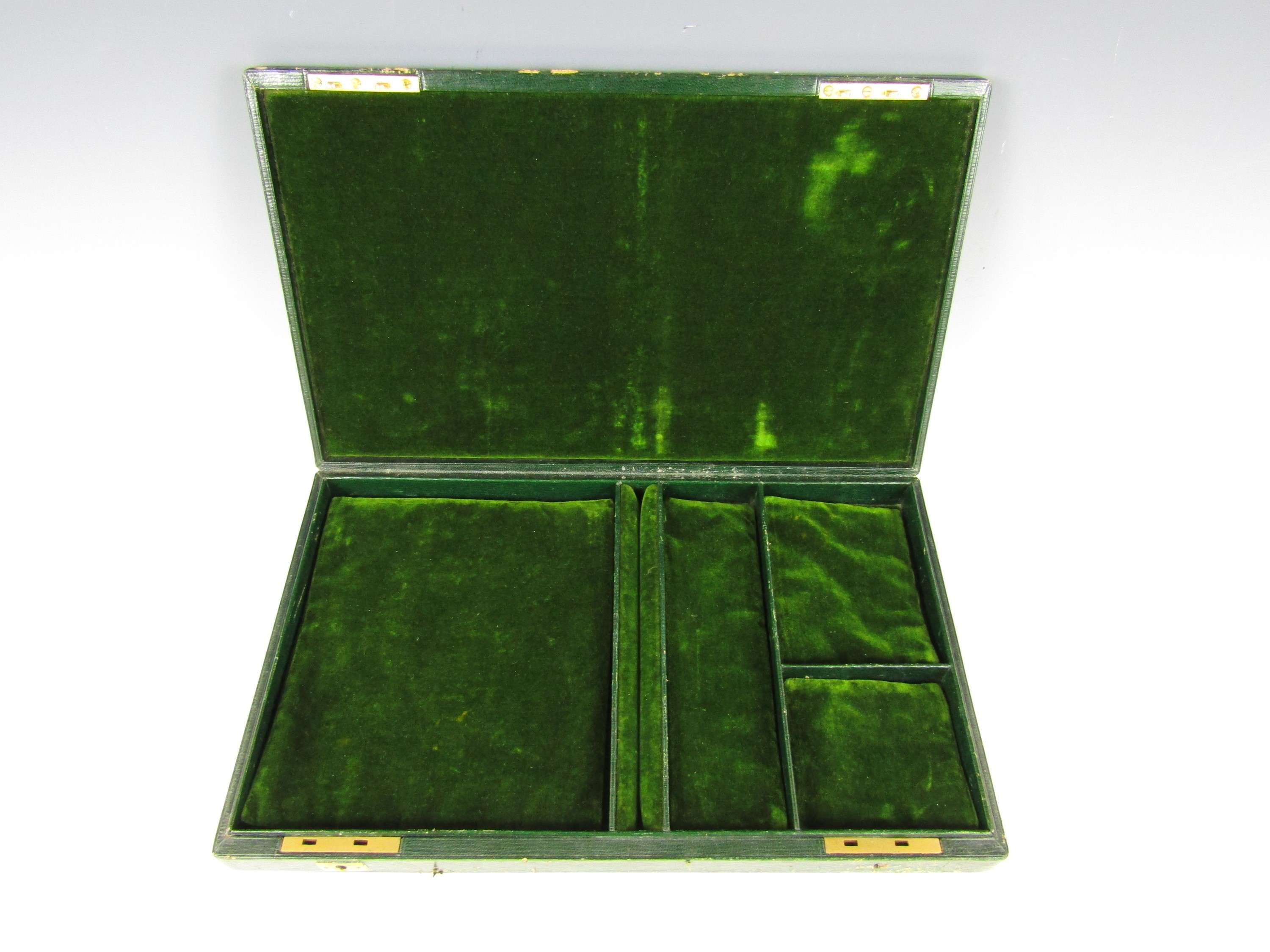 Lot 30 - A vintage jewellery box with green velvet lined interior