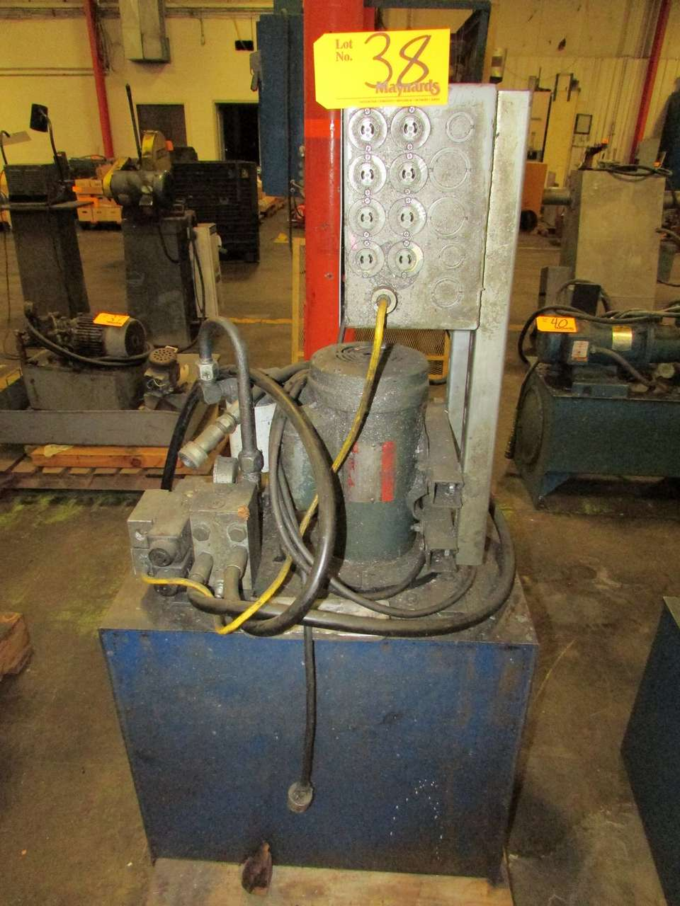 Lot 38 - Monarch Hydraulics T-23-30-0-18-04-0-050500 2HP Hydraulic Power Unit