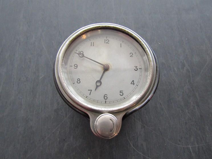 Lot 8307 - A dash clock a/f
