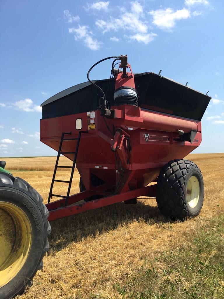 Lot 18 - United Farm Tools 725 Grain Cart with roll tarp,30.5L/