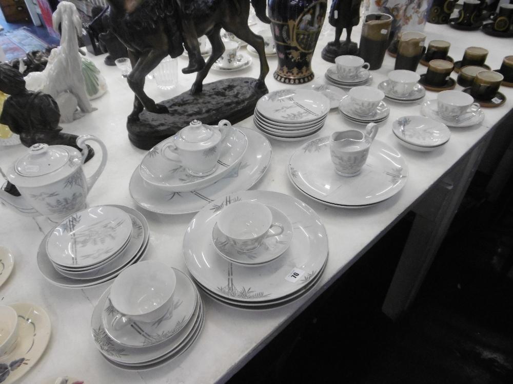 Lot 116 - A part tea and dinner set
