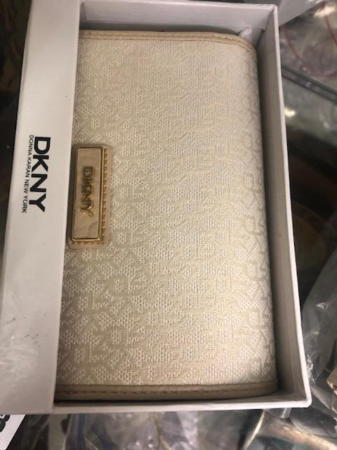 Lot 143 - A DKNY purse- Hemp-sand, code 264, brand new unused, still has labels etc.