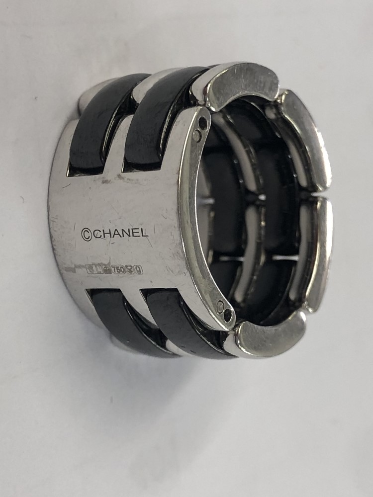 Lot 230 - A Chanel 18ct white gold and ceramic flex ring,