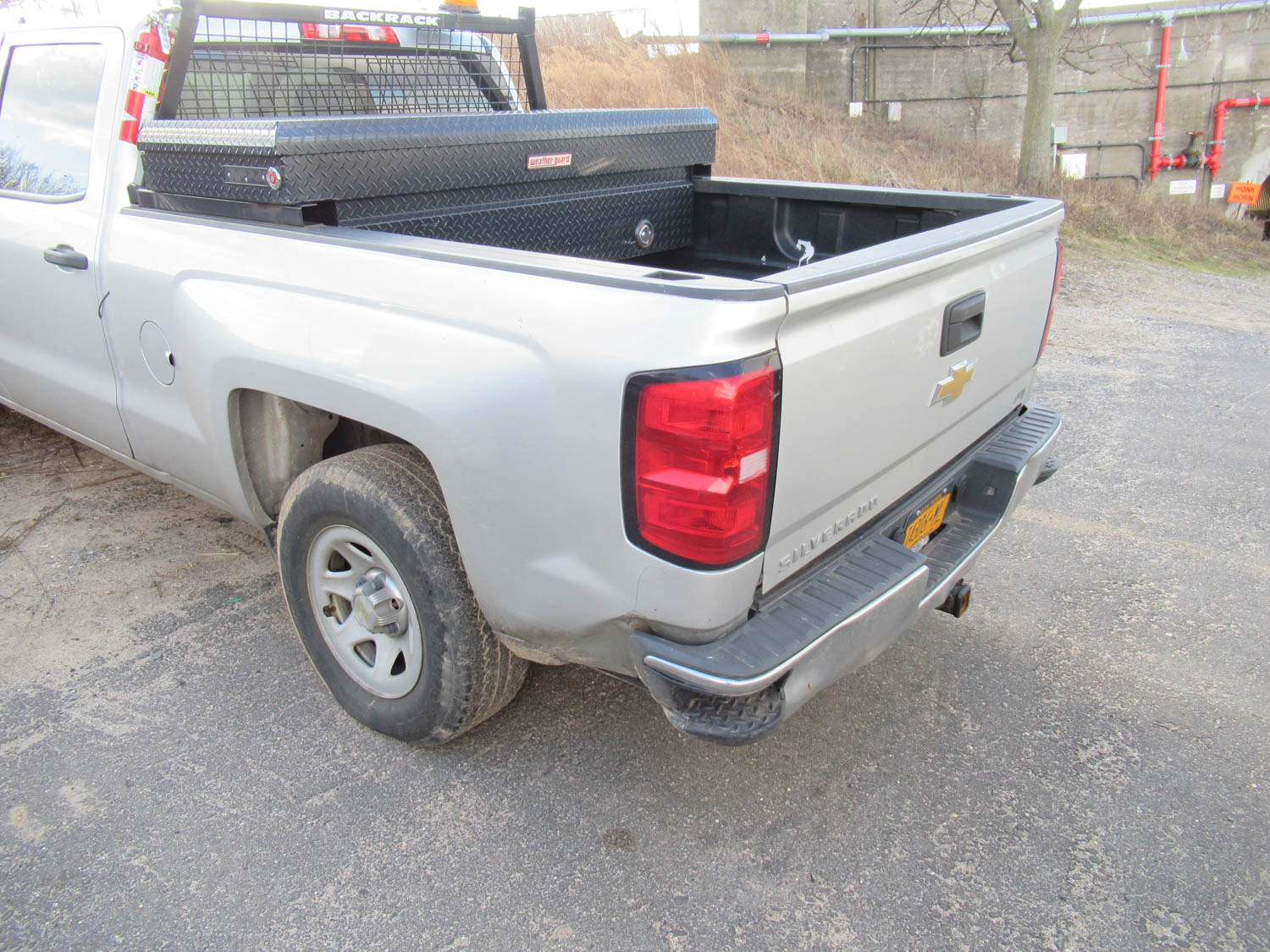 Lot 37 - 2015 CHEVY SILVERADO PICKUP TRUCK, 4-WHEEL DRIVE, 4-DOOR, APPROXIMATELY 71,840 MILES, CLOTH SEATS,