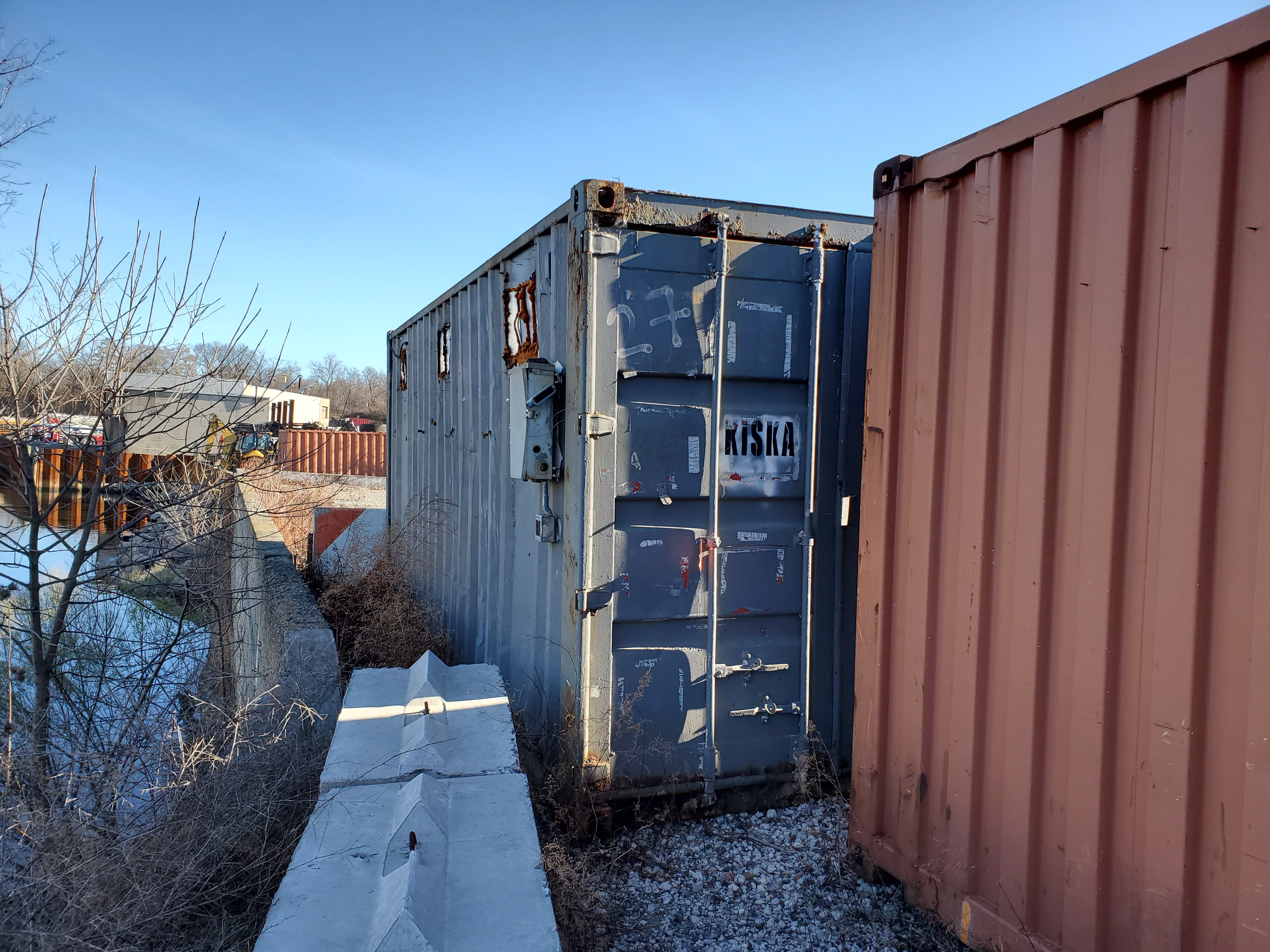 Lot 17 - 20' SHIPPING CONTAINER (#27) [LOCATED @ 6 CANAL ROAD, PELHAM, NY (BRONX)]