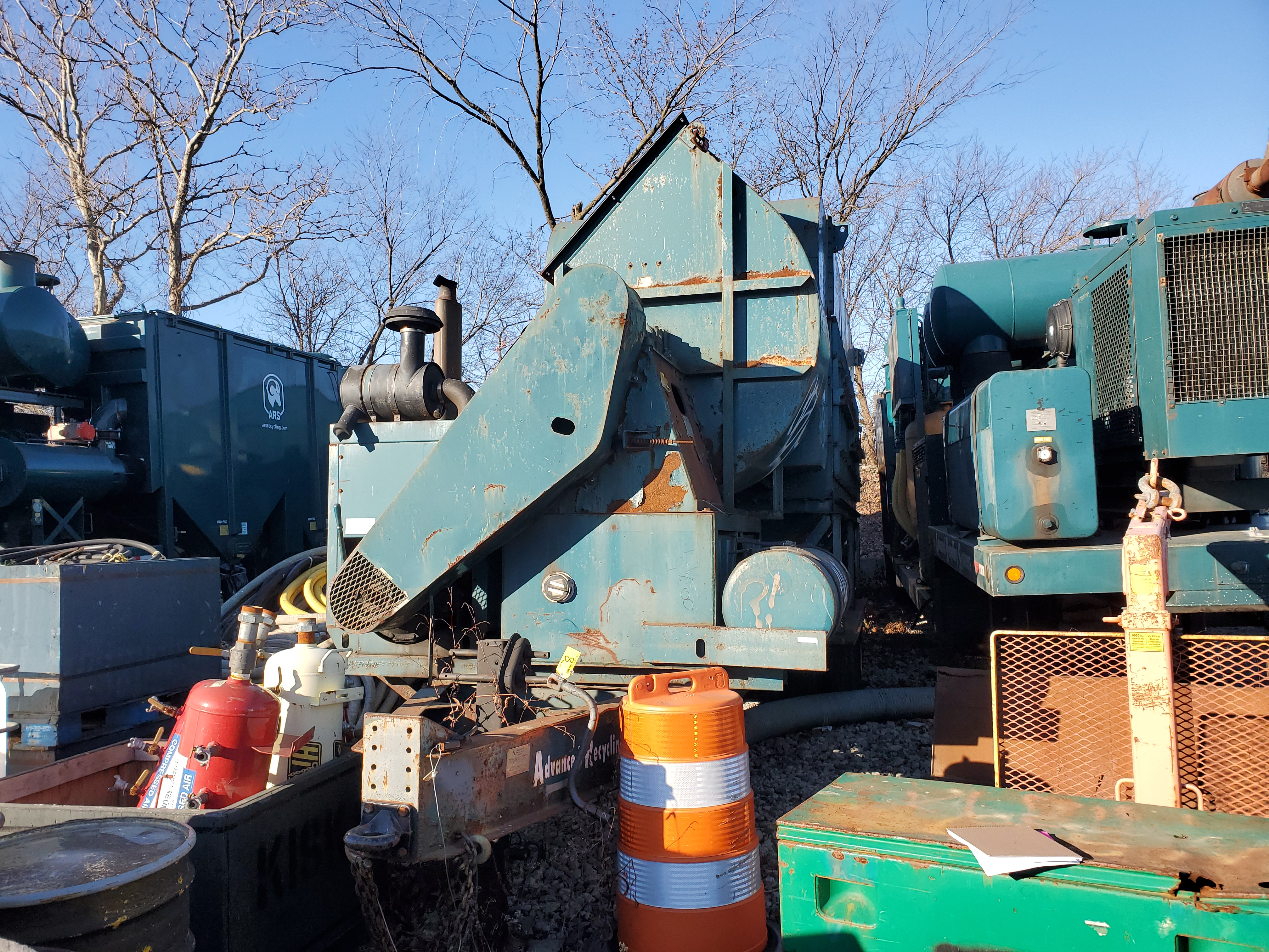 Lot 8 - 2001 ADVANCED RECYCLING SYSTEMS MDL. DC-40 DUST COLLECTION SYSTEM, ON TRAILER DECK, S/N: