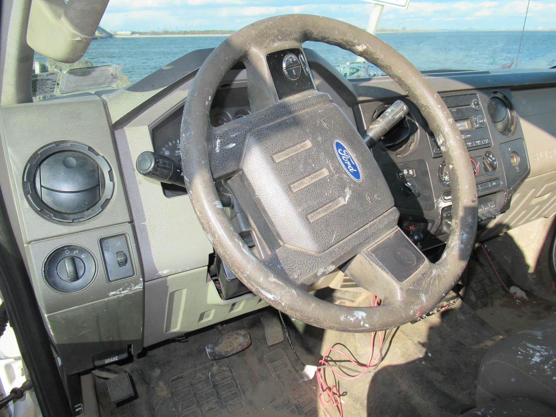 Lot 33 - 2009 FORD F-250 XL SUPER DUTY UTILITY TRUCK, 4-WHEEL DRIVE, AUTOMATIC TRANSMISSION, CLOTH SEATS, 4-