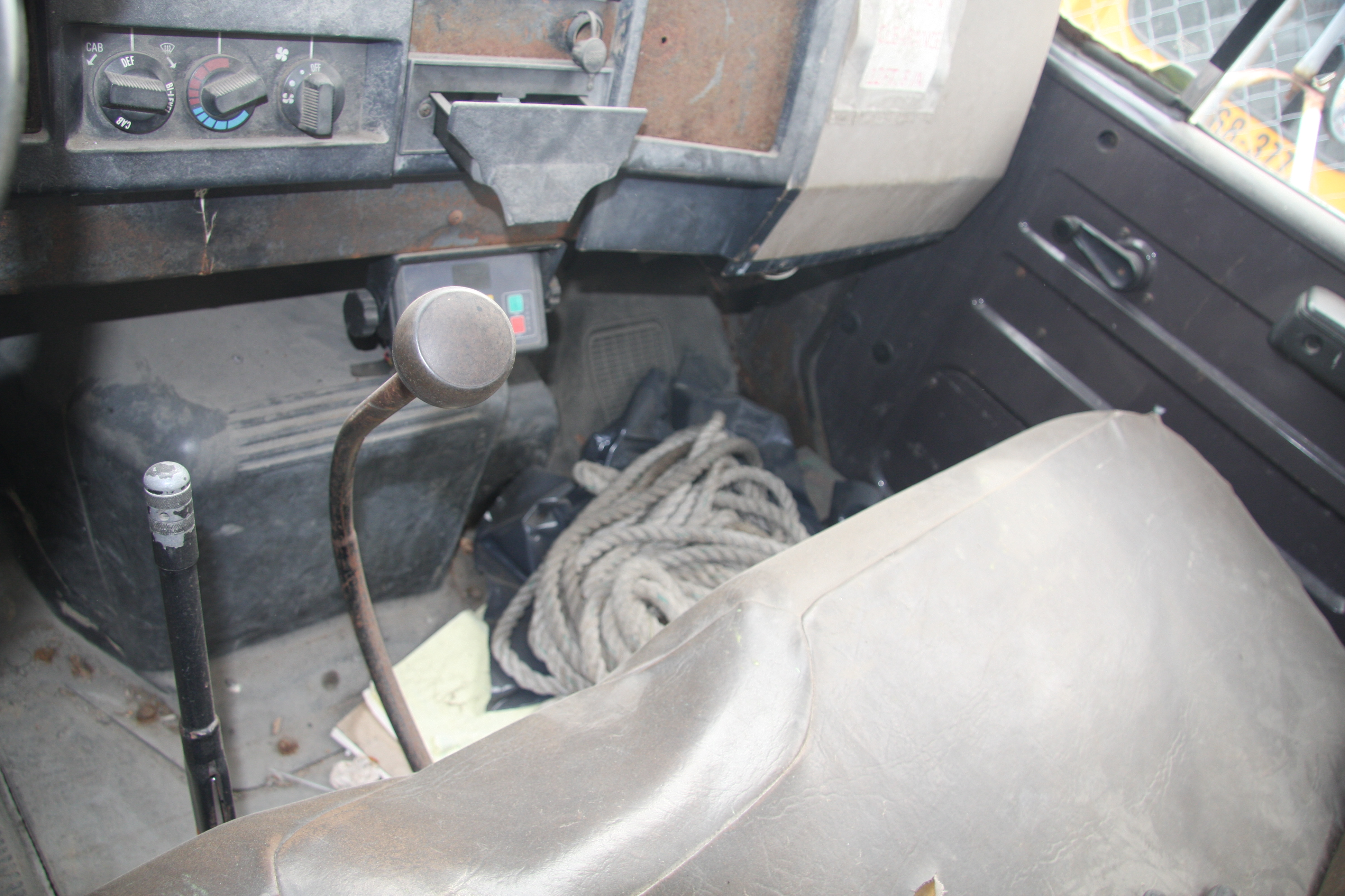 Lot 30 - 1992 INTERNATIONAL 4700 4X2 ATTENUATOR TRUCK, RACK BODY WITH SIDE MOUNTED PLATFORM, MANUAL