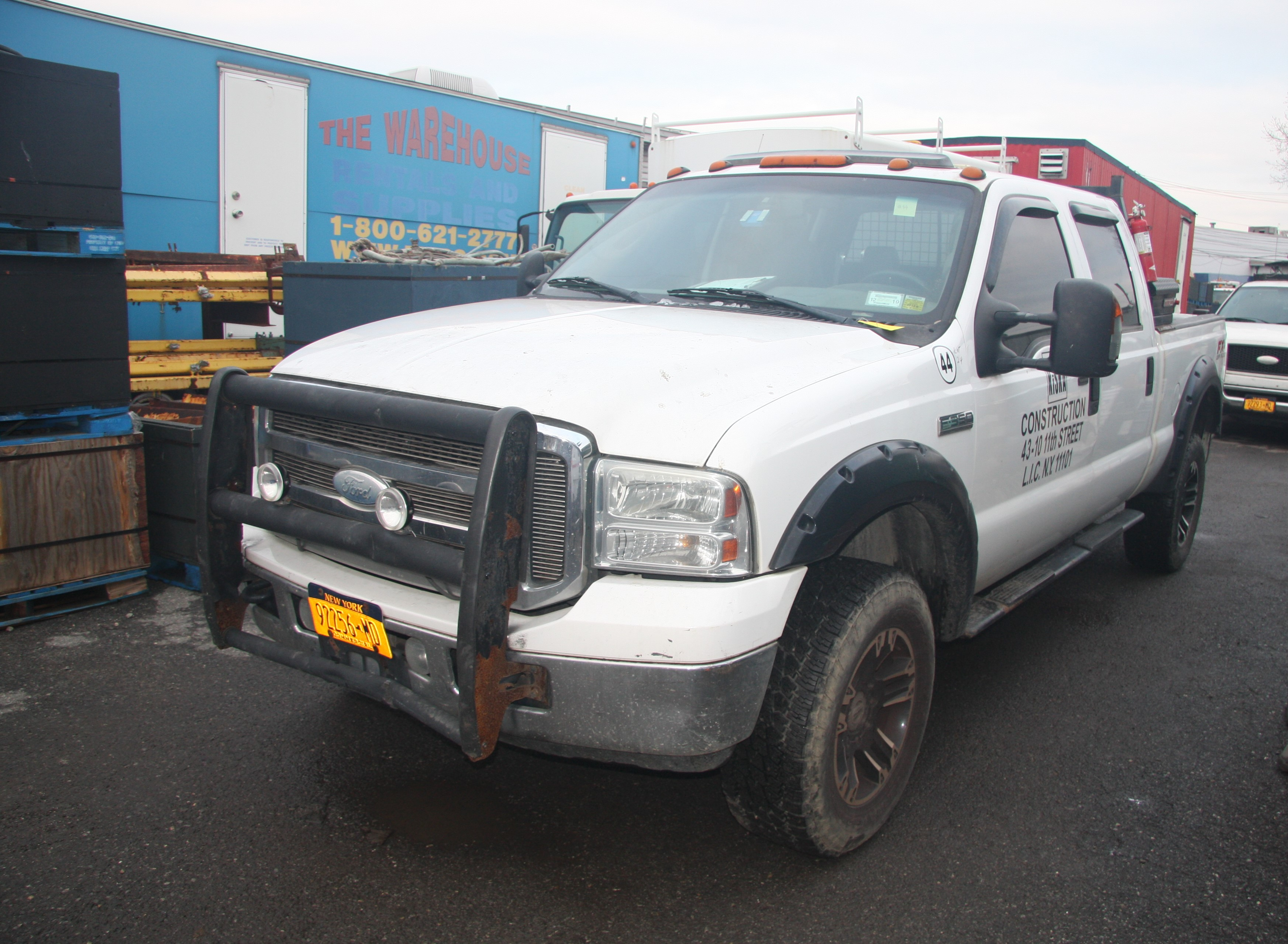 Lot 38 - 2007 FORD F-350 LARIAT SUPER DUTY FX OFF-ROAD PICKUP CREW CAB TRUCK, 4-WHEEL DRIVE, WITH POWER