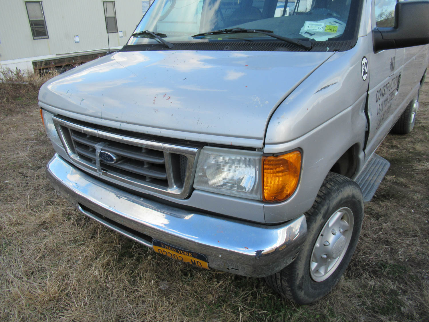 Lot 35 - 2006 FORD E-350 XLT SUPER DUTY VAN, [2] REAR BENCH SEATS, APPROXIMATELY 154,093 MILES, VIN: