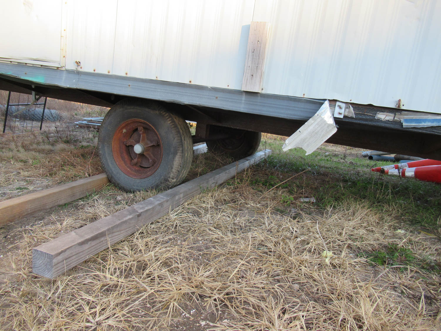 Lot 54 - APPROXIMATELY 28' OFFICE TRAILER [LOCATED @ MARINE PARKWAY BRIDGE - QUEENS SIDE]
