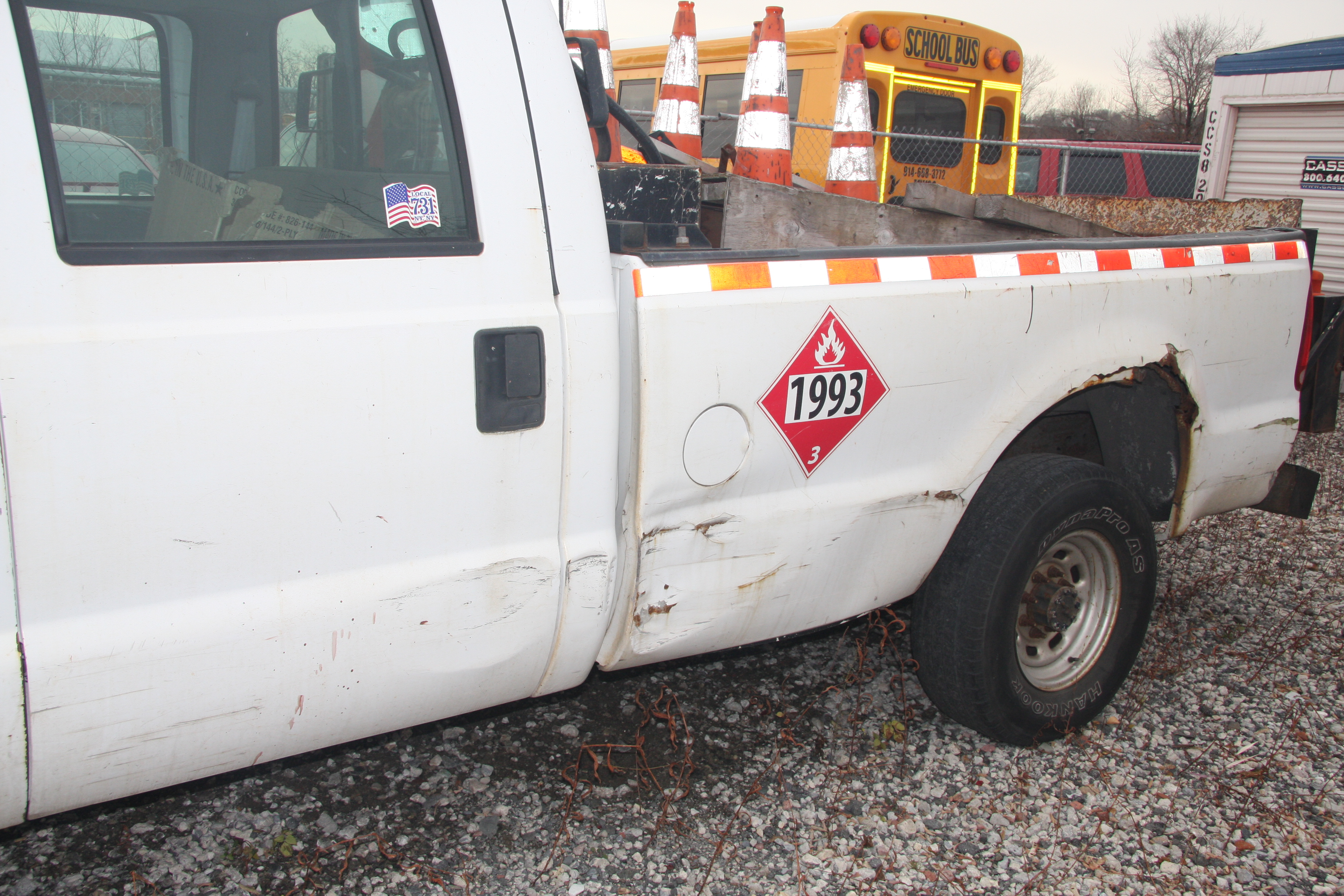 Lot 28 - 2004 FORD F350 XL 4-DOOR PICKUP TRUCK, 2-WHEEL DRIVE, AUTOMATIC TRANSMISSION, V8 GAS ENGINE, 8' BED,